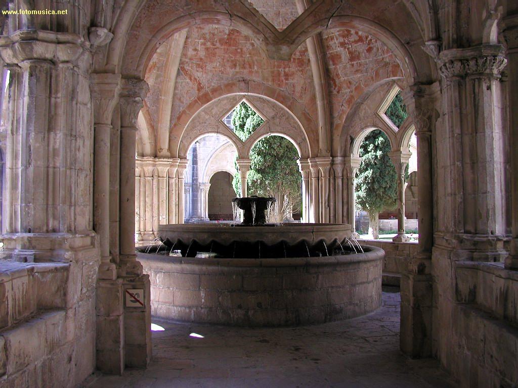 Claustro del monasterio de poblet tarragona for 11 marine terrace santa monica